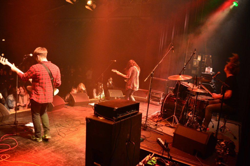 Die Grunge-Band The Cracklins live beim Rock in der Region-Finale 2017 im Haus der Jugend Osnabrück